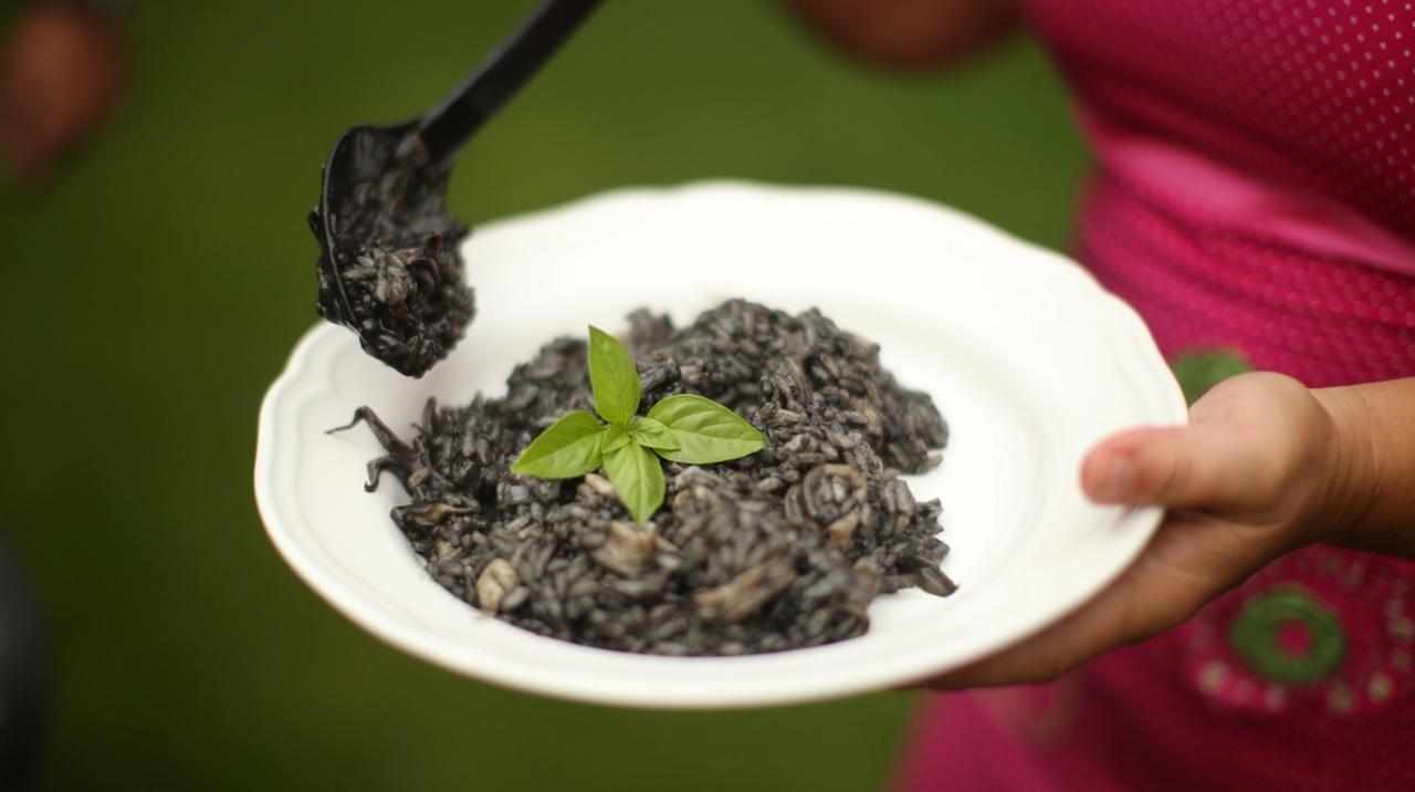 Črna rižota z lignji